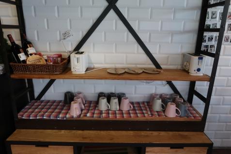 果醬、烤土司機、杯子放置區